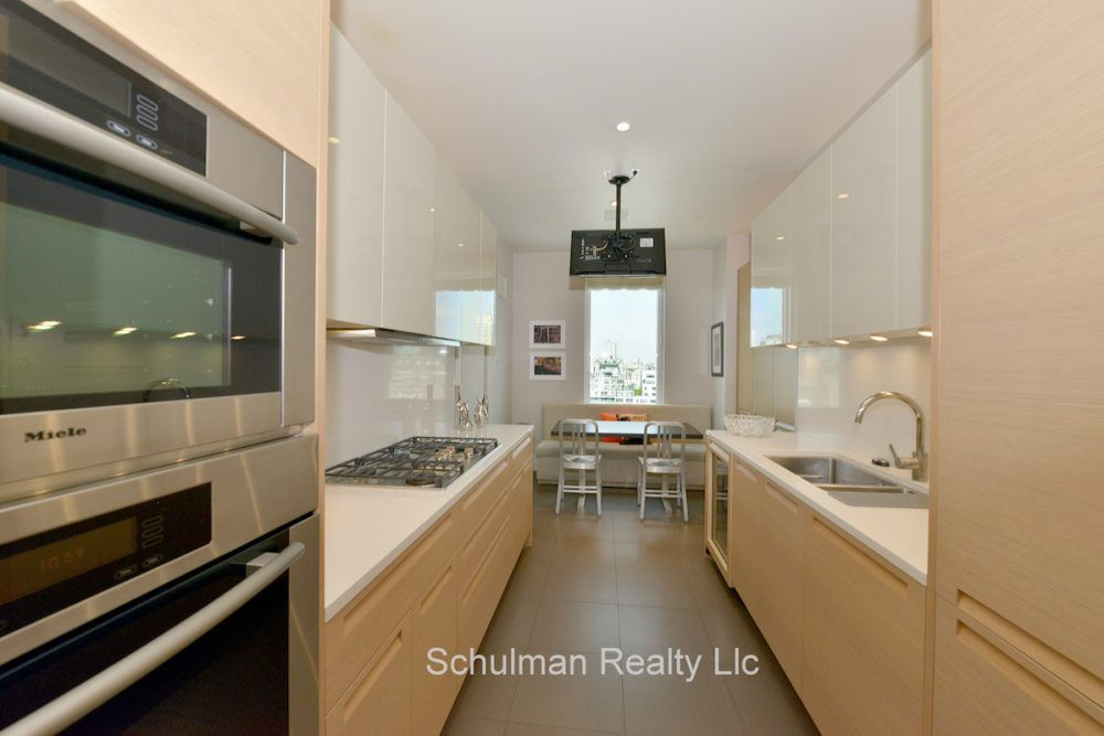 178575886East_74th_Street_255_19A_Kitchen_