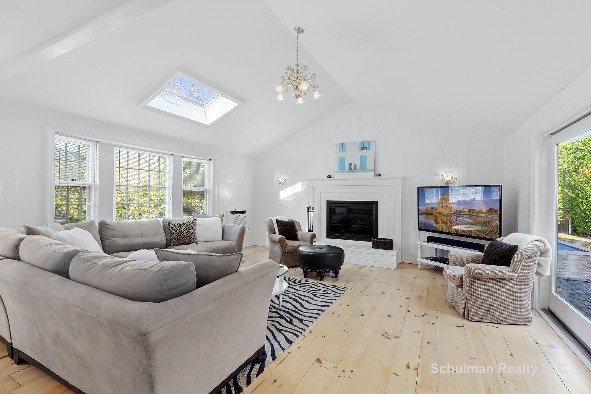 52149075living_room_8_muchmore_